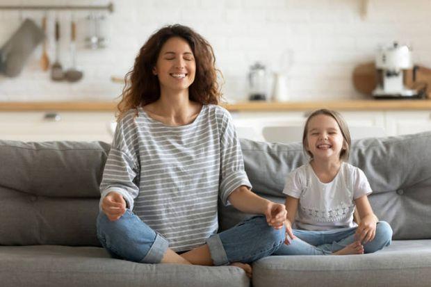 Мамине повсякденне життя часто нагадує біг з перешкодами. Як в цій гонці не розгубити залишки адекватності? Тримайте 10 порад, як залишатися спокійною