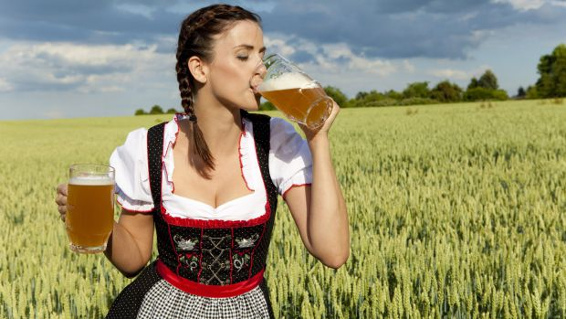 1719_girl-with-beer-wallpaper-1366x768.jpg (.46 Kb)