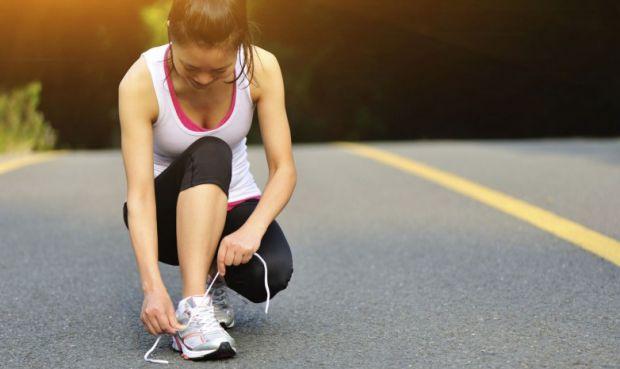 Зав'язувати шнурки ми вчимося ще в дитинстві, але навіть у дорослих, як би вони не старалися, шнурки розв'язуються. Чому так відбувається - читайте да