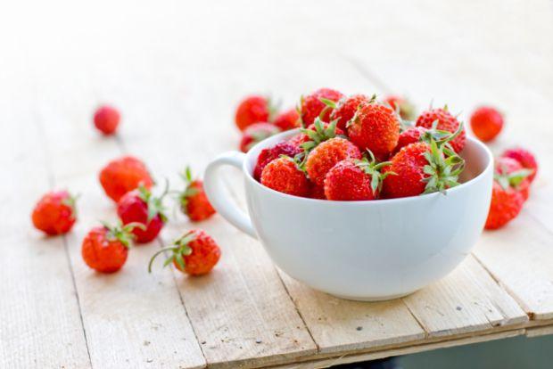 На ринках з'явилася перша українська полуниця і мами поспішають її придбати, щоб малюк отримав дозу вітамінів. Що ж думають спеціалісти? Повідомляє са