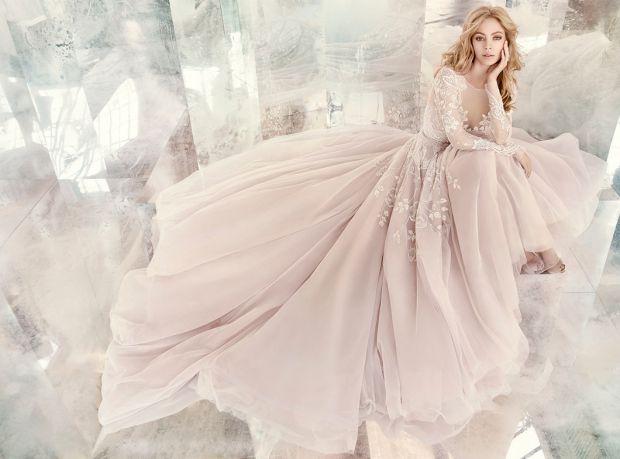 Якою повинна бути весільна сукня, щоб наречена виглядала справжньою красунею? Все залежить тільки від того, як ви самі сприймаєте свою зовнішність. І