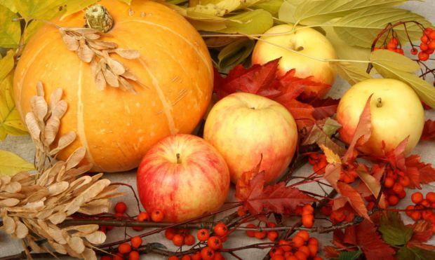 Осінь - пора корисних овочів і фруктів, які не тільки поповнять запас вітамінів в твоєму організмі, але і допоможуть позбутися зайвої ваги.