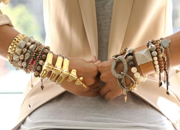 Лайфхак: як застібнути браслет на собі однією рукою?