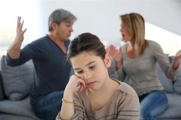 Багатьом дітям знайома ситуація, коли не знаєш, куди себе подіти під час сварки батьків. Влізти в їх сварку не варто, а стояти і слухати - нестерпно.