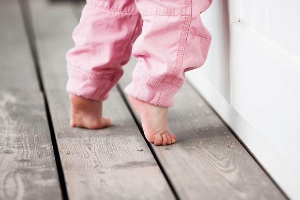 Щоб не нашкодити хребту малюка. Повідомляє сайт Наша мама.