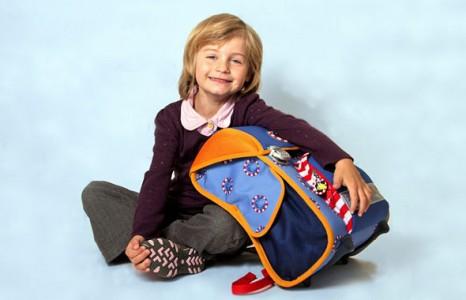 Як захистити школяра від сколіозу?Важкий портфель створює на стільки сильне навантаження на плечі учня, що може призвести до постійного болю в спині.К