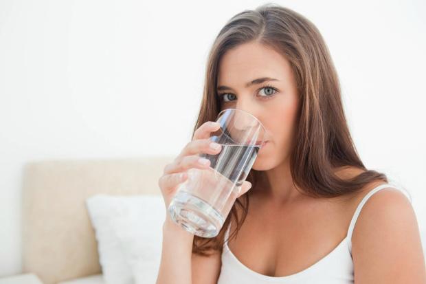 1861_woman_drinking_glass_of_water.jpg (72.38 Kb)
