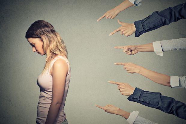 Більшість батьків помічають, як однолітки їхніх дітей поводяться жорстоко по відношенню до їх дітей або до інших однокласників чи друзів. Чому так від