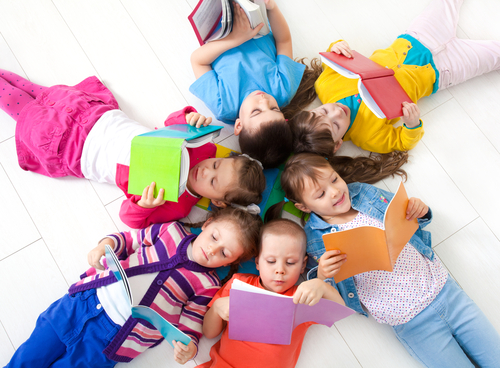 Особливості взаємодії аутичного малюка з близькими людьми і, насамперед з матір'ю, виявляються вже на інстинктивному рівні. Ознаки афективного неблаго