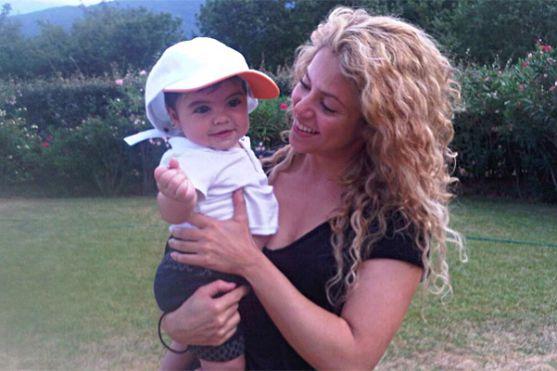 Наприкінці минулого тижня Шакіра з сином Міланом вирушили до Франції на канікули до бабусі і дідуся малюка - батькІВ глави сімейства - Жерара Піке.