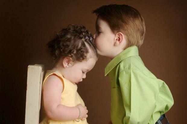 Так, це не просто, проте можна зробити так, щоб старша дитина полюбила братика або ж сестричку. Як? Повідомляє сайт Наша мама.