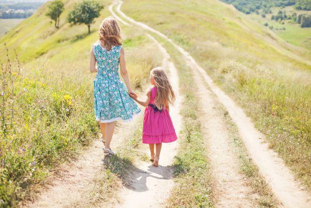 Вважається, що дівчинка повинна бути милою, господарською та слухняною, так як ці якості допоможуть їй стати гарною дружиною. Але в сучасному світі не