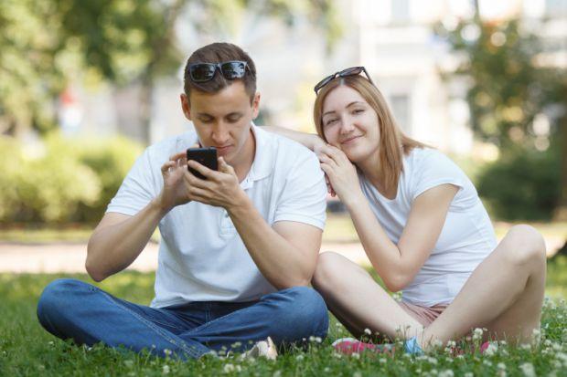 Науковці з Оксфордського університету провели експеримент, який допоміг з'ясувати, що регулярне використання телефону може обернутися регулярними спор