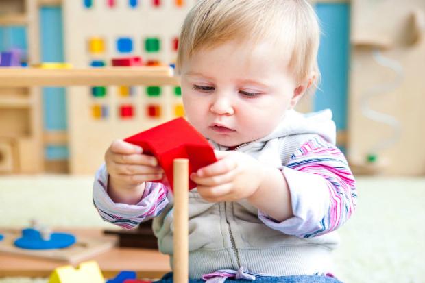 Основні рекомендації батькам, на що варто звернути увагу, розвиваючи своє малюка в ранньому віці. Повідомляє сайт Наша мама.