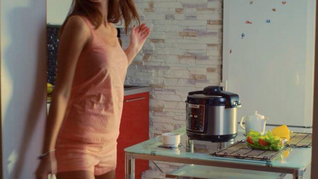 Багато господинь мають цей кухонний гаджет і не можуть натішитись його придбанням. Воно й не дивно, адже мультиварка суттєво скорочує перебування жінк