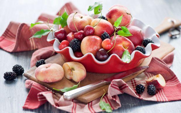Дієтологи запевняють, що для чудового самопочуття нам потрібно вживати до 8 порцій фруктів на день.Лікарі кажуть, що визначним фактором тут є вік. Тоб