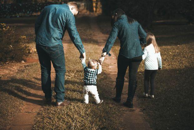 Чому батьки часто приносять себе в жертву заради дітей? Чому так відбувається, що є цьому причиною і як перестати це робити, - дізнаємося далі.