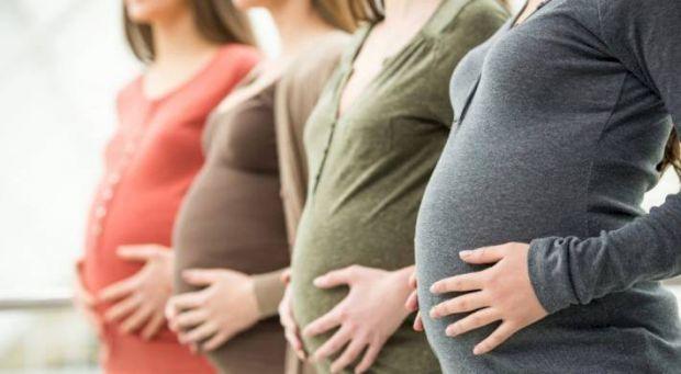 Перерахуємо заборонені продукти, які протипоказані годуючім матерям:● Солоності, копченості, гостру смажену їжу. До таких продуктів відносяться