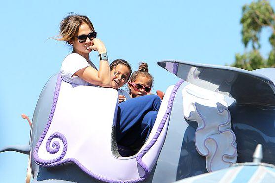 В останні літні дні знаменитості намагаються якомога більше часу провести з дітьми і побалувати їх перед початком навчального року. Так минулого тижня