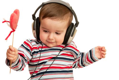 Те, що класична музика здатна заспокоїти людину, вплинути на її активність та посприяти роботі мозку, вчені довели давно. Що цікаво - на дитячу геніал