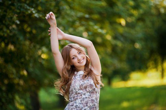 Для дівчинки-підлітка у віці 12-17 років косметика відіграє важливу роль. Хочеться виглядати завжди яскраво. Та чи можна дозволяти використовувати дек
