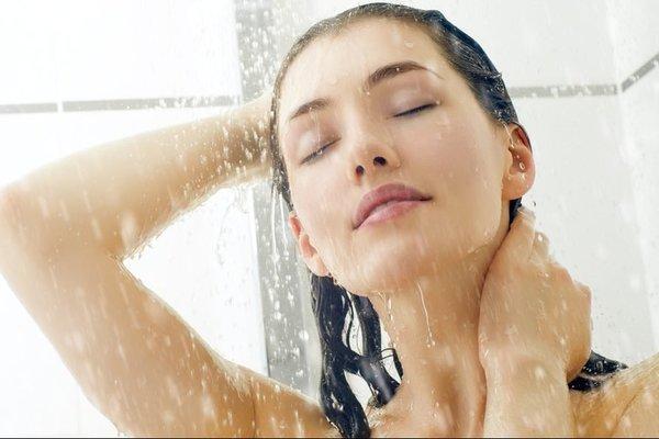 Людям непотрібно приймати душ щодня, як підкреслюють експерти. Ця звичка збільшує ризик небезпечних для здоров'я і життя інфекцій.