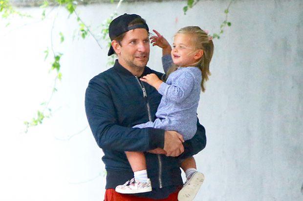 Поки Шейк зайнята: Бредлі Купер гуляє з донькою (ФОТО)
