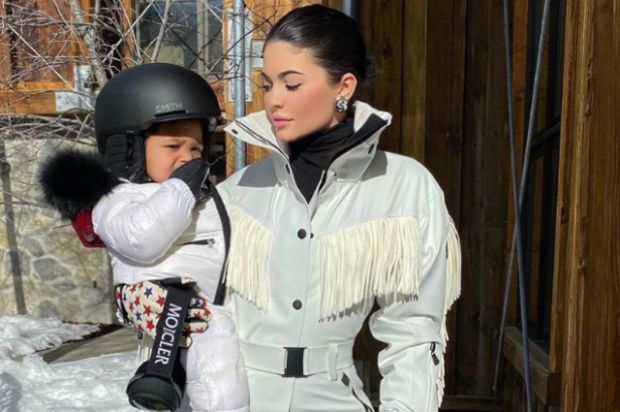 Кайлі Дженнер з донечкою покаталася на сноуборді