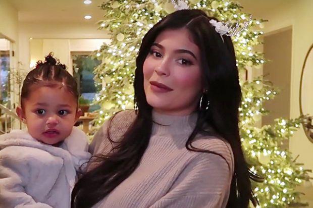Кайлі Дженнер з маленькою донькою випускатиме косметику (ВІДЕО)