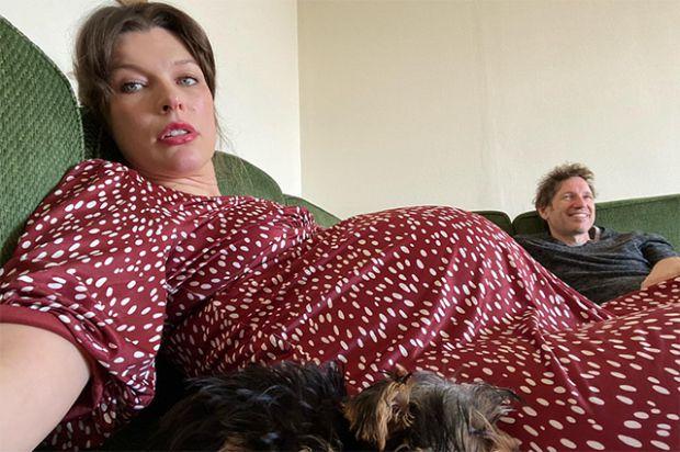 Міла Йовович пожалілася на важку вагітність