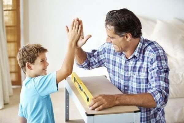 Що діти потребують саме від батьків, щоб почуватися добре - читайте у матеріалі.