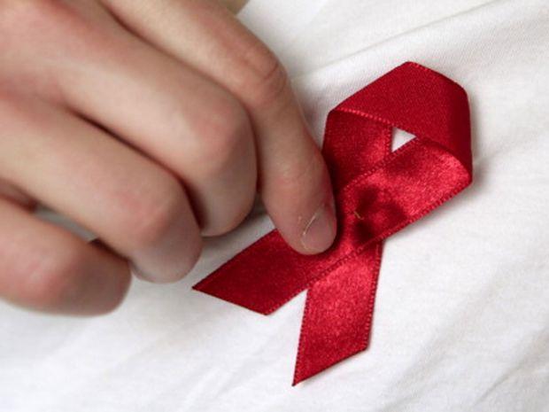 Герпес не сходить з вашої губи, замучили прищі та грибки? Варто перевіритися на найгрізнішу вірусну інфекцію – ВІЛ, - радять медики.