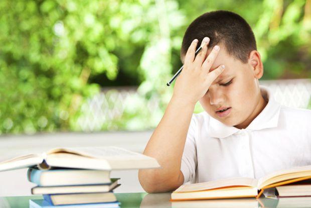 Головна складність, з якою стикаються діти в початковій школі - навчання читання та письмо. Треба читати швидко і розуміти прочитане, писати - не тіль