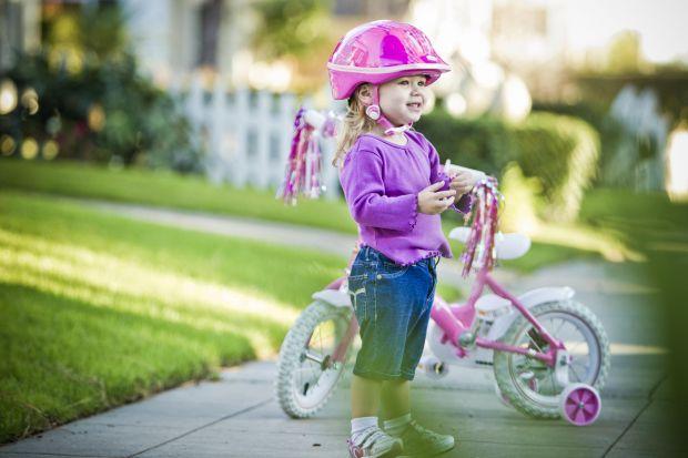Усі пам'ятають, як важко в дитинстві було навчитися кататись на велосипеді, цей досвід приходив до нас із купою синців та інших травм.Тому британські