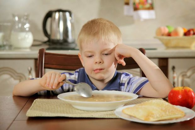 Дуже часто діти починають вередувати, що вони не будуть те чи інше їсти, бо воно їм не смакує, або просто не хочуть. Що робити в такій ситуації, як на