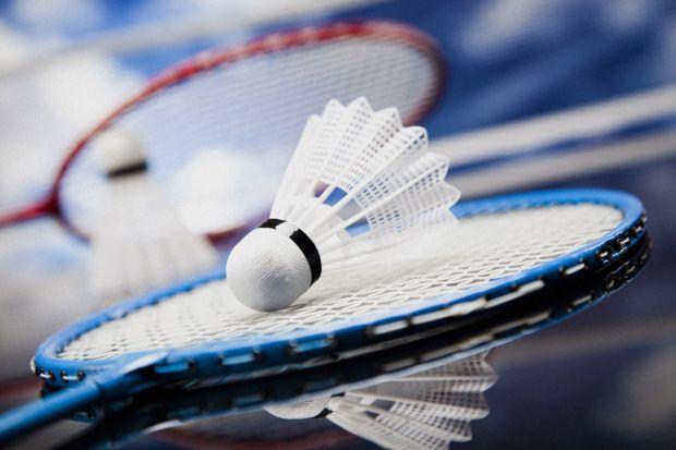 Лікарі-офтальмологи стверджують, що гра в бадмінтон негативно впливає на здоров'я очей.