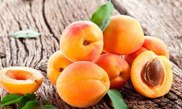 Вчені з Китаю протестували ряд фруктів з метою виявлення користі для серця. Лідером виявився абрикос. Він підтримує серцево-судинну систему в тонусі і