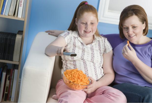 Саме спосіб життя мами і тата, а не їх гени, відповідають за зайву вагу дітей.