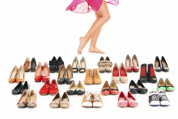 Для багатьох жінок взуття - це елемент стилю і краси, який допомагає зробити образ завершеним. Тим часом щоденне носіння неправильно підібраного і нез