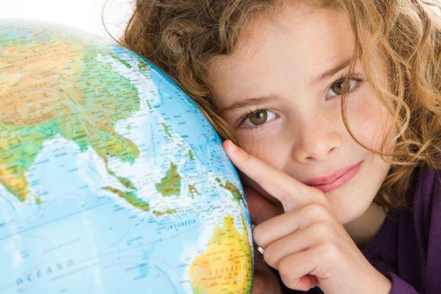З 1 квітня, чинними стануть нові правила для виїзду за кордон з дітьми.