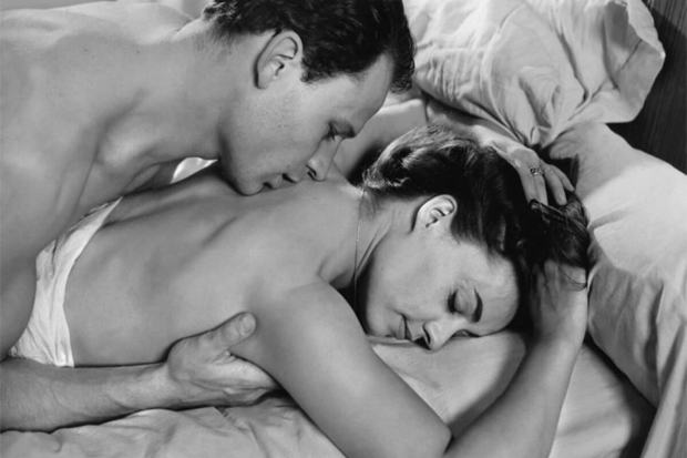 Как удивить любимого мужчину – сладкие приятности на каждый день