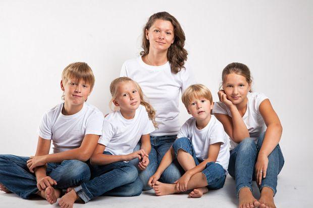 Якщо жінка хоче довше залишатися молодою, то їй не слід народжувати більше двох дітей.