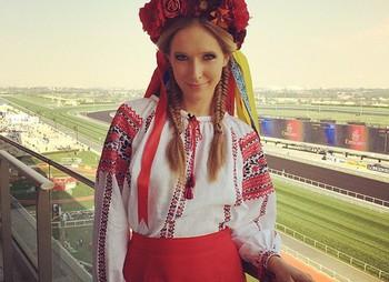 Телеведуча довела всім, що вона - українка, не лише словом, а й ділом.На вихідних Катя Осадча була в Одесі на Odessa Holiday Fashion Week. Там зірка н