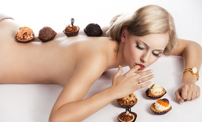 Дієтологи переконують, що їсти після шостої вечора не можна, тому що харчування в цей час може призводити до підвищеної ваги і порушення роботи шлунко