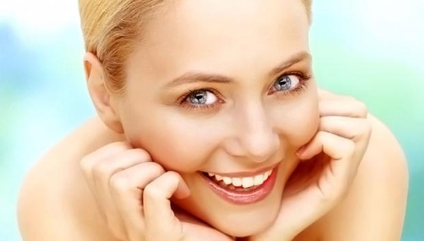 За жирною шкірою потрібно дбайливо доглядати. Для цього випускаються спеціальні гелі глибокого очищення на основі природних компонентів - олії лимона,