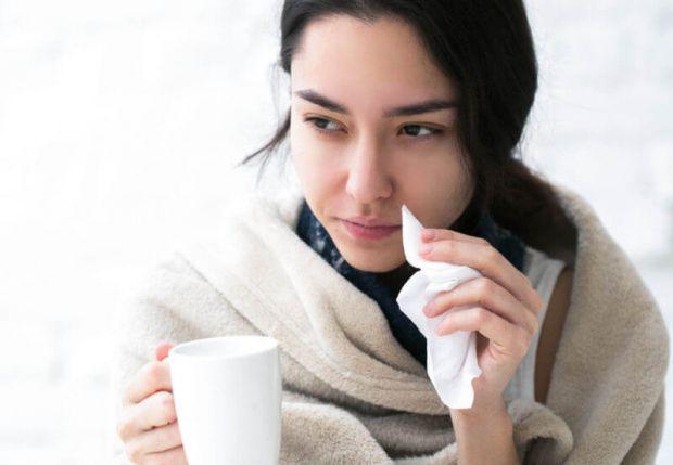 У народній медицині часто рекомендується при застуді пити молоко з медом або просто тепле молоко. Західні вчені провели дослідження, в ході якого з'яс