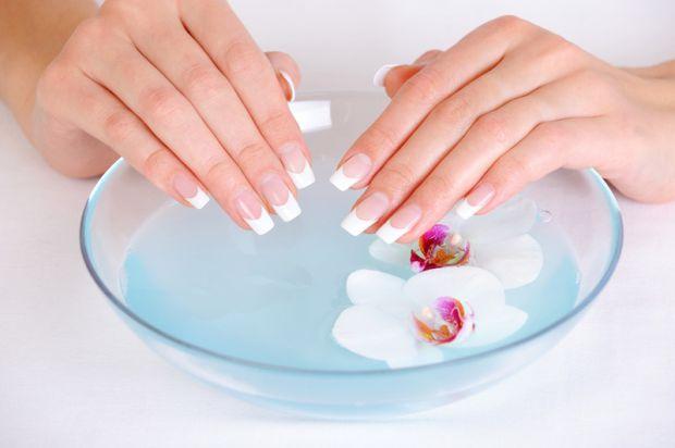 Після зими нігті стають дуже ламкими. Тому