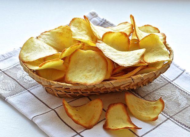 Медики застерігають - надмірне вживання чіпсів, курки, картоплі-фрі, пончиків негативно позначається на нашому здоров'ї, особливо це небезпечно для чо