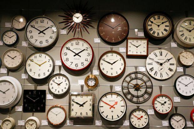 Багато людей дотримуються думки, що годинники не можна викидати, бо це погано позначиться на здоров'ї або справах.