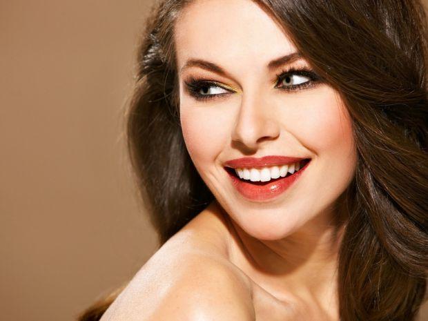 Сяюча усмішка - це не міф і не робота фотошопу. Ви також можете сяяти білосніжною усмішкою.